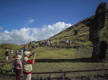 Dos mil habitantes no rapanuís han logrado acreditarse para seguir viviendo en la isla