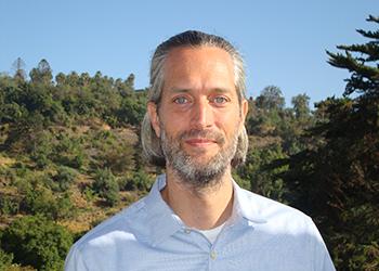 Profesor visitante de la Universidad de Oregon, Nicolás Larco, dictará curso de postgrado este semestre en el Instituto de Estudios Urbanos y Territoriales