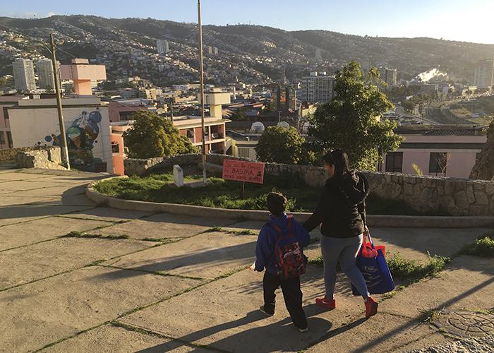 Apropiación y (re)significación como disputa del espacio urbano. Prácticas y sentidos de la ciudad en migrantes latinoamericanos en Valparaíso.