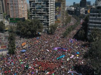 (La Tercera) Marcha 8M: experto estima en 800 mil las mujeres asistentes a movilización