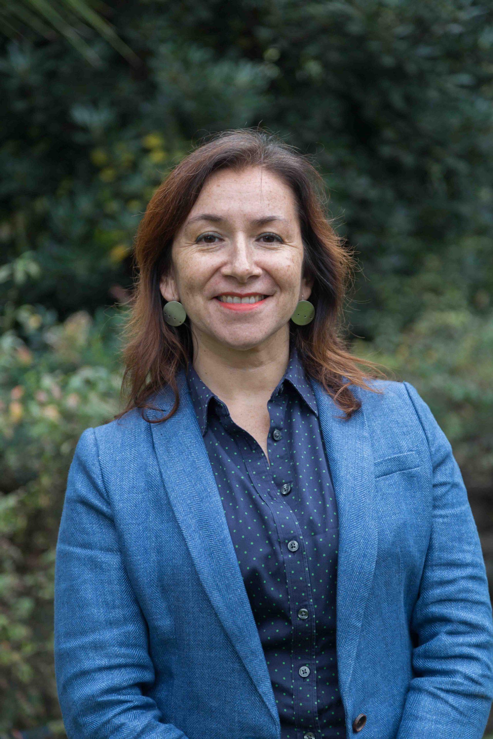 Profesora María Luisa Méndez participó en los «Diálogos UC para la Sustentabilidad» junto a la periodista Alejandra Matus