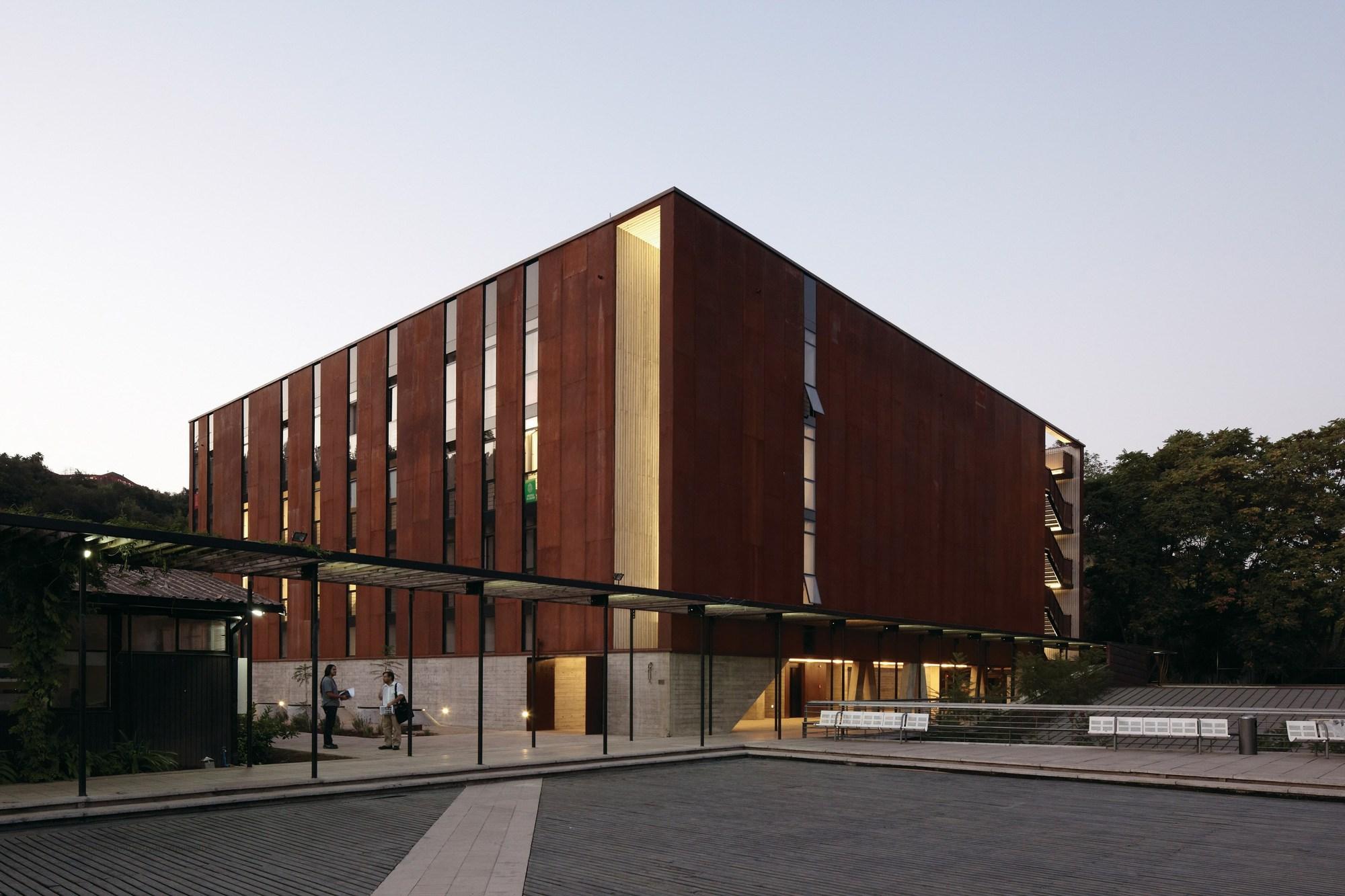 Nuevo equipo acompañará al profesor Luis Fuentes en la Dirección del Instituto de Estudios Urbanos y Territoriales