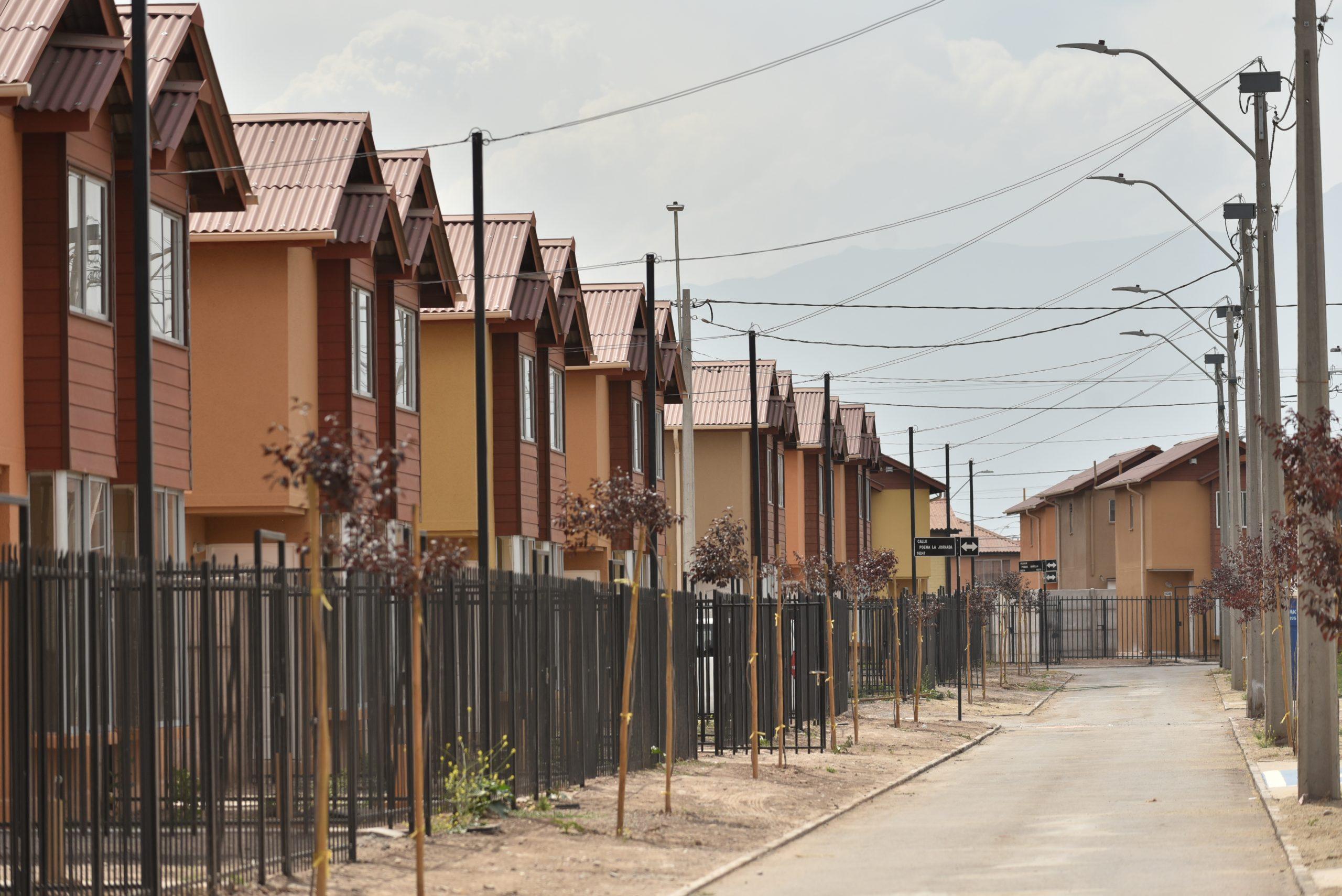 Radio Bio Bio: Más de 600 mil familias en Chile no tienen acceso a una vivienda adecuada